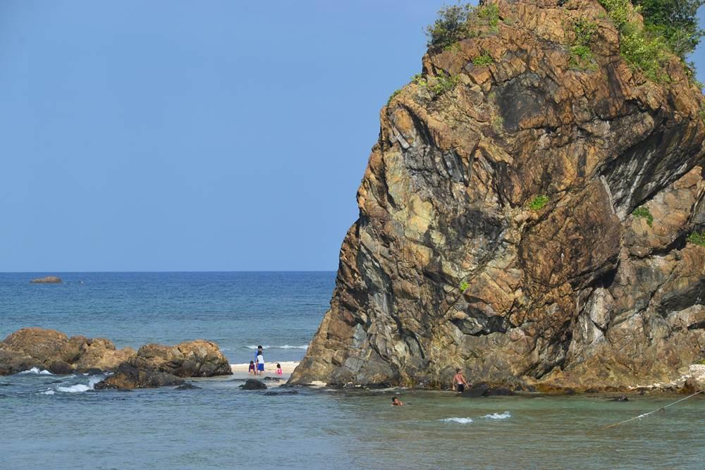 Aniao Beach, Baler